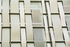 El material, la perforación y el recubrimiento elegidos permiten admirar un diseño singular que juega una doble función[…] Read on the website » #frontonpelota #bilbao #architecture #metalfacade #gold #anodizedaluminium #jaialai #perforatedmetal #metalfacade #bespoke #metalcladding #cladding #refurbishment #arquitectura #archilovers #architecturaldesign #architecturedesign #architecture_hunter #architect Metal Facade, Singular, Bilbao, Facades, Bespoke, Website, Decor, Architectural Firm, Perforated Metal