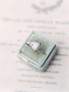 Wedding Rings Emerald Cut Engagement Ring in a Vintage Velvet Box Wedding Rings Simple, Wedding Rings Vintage, Vintage Engagement Rings, Vintage Rings, Wedding Jewelry, Top Vintage, Elegant Wedding, Perfect Wedding, Vintage Style
