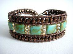 Artículos similares a azul / verde Checa presionadas cuentas de vidrio cuadrados con Picasso bronce acabado metalizado tamba cuero, perlas de cristal de oro, tres r ...