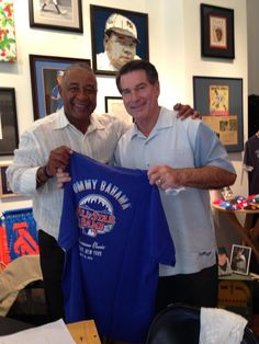Hall of Famer Ozzie Smith with his new Tommy Bahama MLB All-Star shirt!⚾ pic.twitter.com/NkJOYIFCP5
