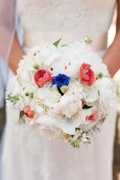Love the blue flower in the center of the bouqet|Photo by:  continuumweddings.com