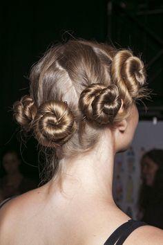 9 種適合各種長度頭髮的唯美綁髮造型!