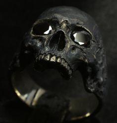 Anillo de calavera mediados tamaño media mandíbula negro piedras preciosas plata…