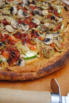 Dairy free: hummus base with zucchini, mushrooms, artichokes, onion and sun-dried tomatoes. Trying this tonight on a gf crust :) Dairy Free Recipes For Kids, Free Kids Meals, Lactose Free Recipes, Dairy Free Options, Healthy Recipes, Gluten Free, Cheese Free Pizza, Dairy Free Pizza, Dairy Free Soup