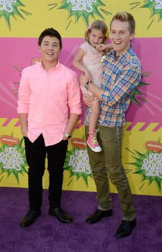 """""""Good Luck Charlie"""" stars, Bradley Steven Perry, Jason Dolley and Mia Talerico, attended Nickelodeon's Annual Kids' Choice Awards at USC Galen Center Disney Boys, Old Disney, Disney Xd, Disney Stars, Young Celebrities, Celebs, Kids Choice Awards 2013, Jason Dolley, Bradley Steven Perry"""