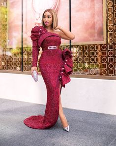Nigerian Lace Dress, African Lace Dresses, Latest African Fashion Dresses, African Dresses For Women, Women's Fashion Dresses, African Print Dress Designs, Simple Gowns, Lace Dress Styles, African Fashion Designers