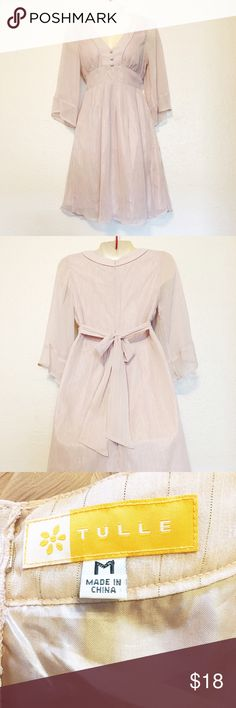 Bell Sleeve Dress Cute bell sleeve dress thats Perfect for any occasion can be dressed up or down. Worn a couple of times and is in great condition. #summerdress #summerclothes Tulle Dresses Midi