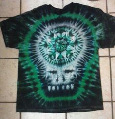 Black green steal your face tie dye t shirt. Black Tie Dye, Tie Dye T Shirts, Tye Dye, Art Club, Shibori, Butterfly, Tapestry, Green, Naruto