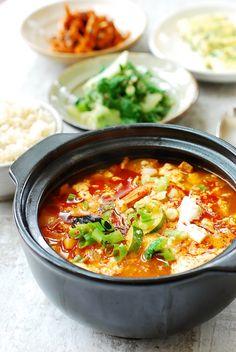 Seafood Recipes, Soup Recipes, Dinner Recipes, Cooking Recipes, Jjigae Recipe, Soondubu Jjigae, Authentic Korean Food, Asian Recipes, Healthy Recipes