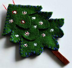 Felt Tree Ornament by Rosina Huber christmas green emroidery Easy Christmas Ornaments, Neighbor Christmas Gifts, Cute Christmas Tree, Handmade Ornaments, Felt Ornaments, Christmas Angels, Handmade Christmas, Christmas Crafts, Christmas Decorations