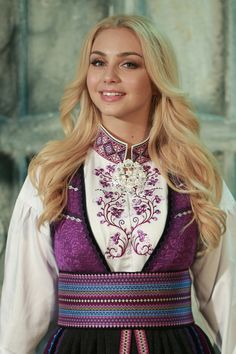 Beltestakk lilla-blå 1 Folk Costume, Costumes, Norway, Machine Embroidery, Country, Sewing, Fashion, Hardanger, Needlepoint