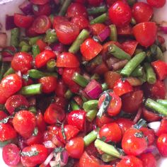 Heirloom Tomato Salad, blanch green beans to keep color. Appetizer Recipes, Salad Recipes, Healthy Recipes, Small Tomatoes, Heirloom Tomatoes, Vegetarian Entrees, Food Obsession, Tomato Salad, Salads