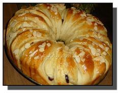 Máslový věnec s brusinkami. 38 dkg droždí Dále: 130 ml (g) vody 125 g změklého… My Dessert, Dessert Recipes, Easter Recipes, Bagel, Nutella, Sweets, Bread, Baking, Fine Dining
