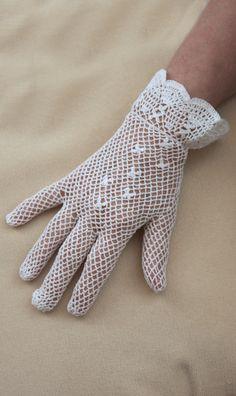 Kanten handschoentjes hoorden bij mijn communie out fit