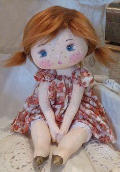 Isn't she precious? I just love this little doll! Fabric Dolls, Paper Dolls, Doll Toys, Baby Dolls, Doll Quilt, Bear Doll, Sewing Dolls, Waldorf Dolls, Soft Dolls
