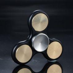 Hand spinner métallique avec cache roulements
