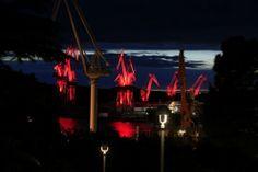 Giochi di luce all'orizzonte: le gru si illuminano in Croazia