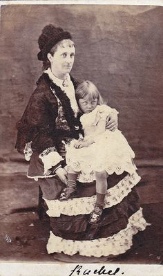 memento mori - post mortem photo - Woman with her dead child, with her eyes painted on. Photo Post Mortem, Post Mortem Pictures, Memento Mori, Vintage Pictures, Old Pictures, Old Photos, True Crime, Fotografia Post Mortem, Dark Side