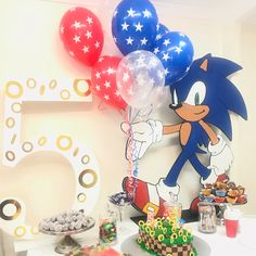 Sonic Birthday Parties, Sonic Party, Baby Birthday, Bolo Sonic, Lincoln Birthday, Mickey Mouse Birthday, Baby Party, Birthday Balloons, Birthday Party Decorations