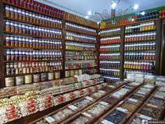 Na próxima sexta-feira é dia de Tiradentes. Então nesta semana iremos relembrar um pouco de nossa viagem até a cidade que fica a 192 quilômetros de Belo Horizonte Minas Gerais.  E não poderia deixar de mostrar a grande variedade de doces que a cidade oferece aos turistas. Tem de tudo quanto é sabor à venda em várias lojinhas de doces.  http://ift.tt/1NEeHml  #mundoafora #dedmundoafora #mundo  #travel #viagem #tour #tur #trip #travelblogger #travelblog #braziliantravelblog #blogdeviagem…