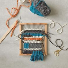 Et mon deuxième tissage avec les restes de pelotes de tricots commencé et jamais terminé.