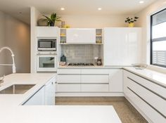 Add a modern touch to your kitchen Home Reno, Kitchen Cabinets, Modern, Kitchen Ideas, Kitchens, House, Decorating, Decor, Trendy Tree