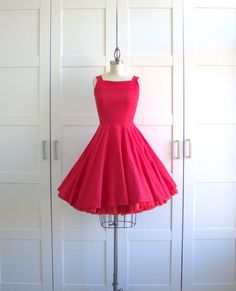 1950s Cupcake Dress - They just done make them like they used to!! So gorgeous!