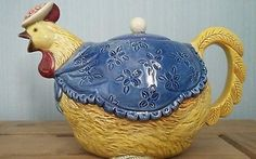 FABULOUS ONTAGRI COLLECTOR'S TEAPOT - A FANCY HEN OR CHICKEN - GREAT CONDITION