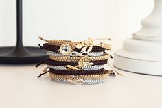 Makramee Armbänder knüpfen – Einfache Anleitung Simple instructions for macrame bracelets. Make your own macrame bracelet with the popular macrame technique! Diy Bracelets Easy, Braided Bracelets, Friendship Bracelets, Diy Jewelry Rings, Diy Crafts Jewelry, Yoga Jewelry, Heart Jewelry, Macrame Bracelet Diy, Armband Diy