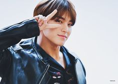 K-Pop boy groups continually gain new fans all over the world. So let us look at the top 10 most handsome, hottest, prettiest, adorable, popular and simply unforgettable K-Pop male idols! Mingyu Seventeen, Seventeen Debut, Hip Hop, Woozi, Jeonghan, Top K Pop, Warner Music, Kim Min Gyu, Vernon Hansol
