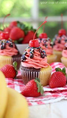 I love love love these Banana Split Cupcakes. Talk about the most beautiful summ… I love love love these Banana Split Cupcakes. Talk about the most beautiful summer treat! Mini Cakes, Cupcake Cakes, Cupcake Ideas, Cup Cakes, Unique Cupcake Recipes, Cupcake Frosting, Cupcake Shops, Book Cakes, Cupcake Flavors