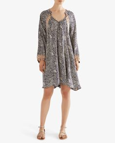 One of our best-sellers, the Fiore dress is so comfortable and flowy. Fabric covered button closure at neckline and at cuffs. Fabric Covered Button, Covered Buttons, Natalie Martin, Batik Prints, Shangri La, Effortless Chic, Modern Bohemian, Best Sellers, Short Dresses