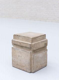 BRUCE NAUMAN (1941) A cast of the space under my chair, concrete – Kröller-Müller Museum
