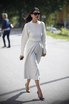 Katie Holmes / lady in a total white look
