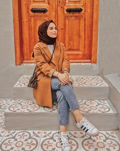 Discover recipes, home ideas, style inspiration and other ideas to try. Muslim Fashion, Modest Fashion, Hijab Fashion, Muslim Girls, Muslim Women, Casual Hijab Outfit, Casual Outfits, Stylish Hijab, Bridal Makeover
