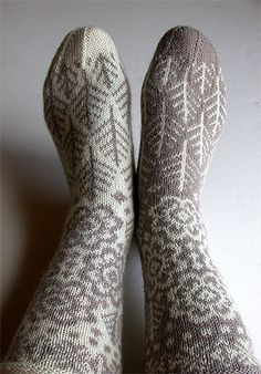 snowy woods sock knitting pattern by robyn - these are on my list! Crochet Socks, Knit Mittens, Knitting Socks, Hand Knitting, Knit Crochet, Knitting Designs, Knitting Projects, Knitting Patterns, Wood Patterns