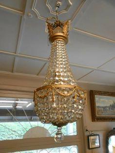 Великолепная антикварная люстра выполнена из стекла с вставками из бронзы. Франция, конец XIX века.