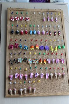 bulletin board display board for clay charms and jewelry bacheca tabellone per ciondoli in argilla e Fimo Kawaii, Polymer Clay Kawaii, Polymer Clay Charms, Polymer Clay Jewelry, Polymer Clay Projects, Polymer Clay Creations, Clay Crafts, Crea Fimo, Diy Clay Earrings