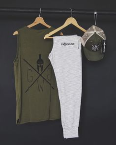 Gym Generation (@gymgeneration) • Instagram-Fotos und -Videos Gym Tank Tops, Athletic Tank Tops, Chinese Prints, Body Building Men, Sleeveless Shirt, Workout Wear, Gym Workouts, Casual Shirts, Summer Outfits