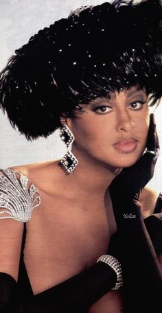 Beautiful hat on Phyllis Hyman Beautiful Black Women, Beautiful People, Gq, Divas, Phyllis Hyman, Estilo Cholo, Idda Van Munster, By Any Means Necessary, Vintage Black Glamour