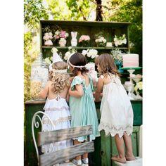 damitas-de-boda-con-vestidos-de-estilo-hippie-en-distintos-c-82608.jpg (600×600)