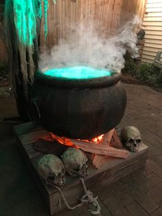 WITCHES CAULDRON COOLER Halloween Outside, Creepy Halloween, Outdoor Halloween, Halloween House, Halloween 2020, Holidays Halloween, Halloween Decorations, Outdoor Decorations, Halloween Stuff