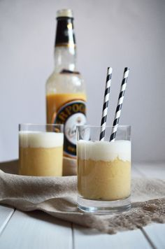 Der beste Eierpunsch der Welt – schnell und lecker selbst gemacht The best eggnog in the world – fast and delicious homemade Cocktail Drinks, Cocktail Recipes, Alcoholic Drinks, Beverages, Winter Drinks, Winter Food, Healthy Starbucks Drinks, Christmas Drinks, Christmas Markets