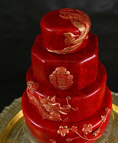 Chinese phoenix and dragon wedding cake