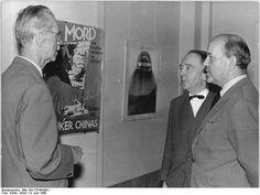 Bundesarchiv Bild 183-73744-0001, Berlin, AdK-Ausstellung, Nagel, Heartfield, Herzfelde.jpg