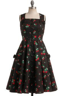 Sweet Temptation Dress in Strawberries | Mod Retro Vintage Dresses | ModCloth.com love the bows on the shoulders and pockets