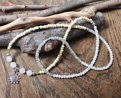 White jade wood and glass long boho necklace. Collar by eendar