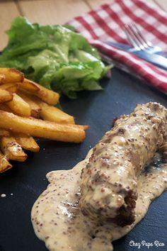 Andouillette, sauce moutarde à l'ancienne / Chez Papa Rico Lyon, Quiche Lorraine, Food Platters, Charcuterie, French Food, Pork Recipes, Tapas, Sausage, Good Food