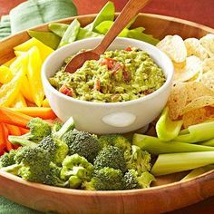 Skinny Guacamole--Roasting the vegetables adds extra depth to the flavori of this fresh and flavorful guacamole recipe. Scoop it up with tortilla chips or serve inside a burrito, taco salad, or seven-layer dip. Diabetic Snacks, Diabetic Recipes, Mexican Food Recipes, Healthy Snacks, Healthy Eating, Healthy Recipes, Mexican Dips, Mexican Meals, Mexican Style