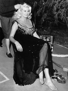 Anita Ekberg Anita Ekberg, Fellini Films, News Italia, Swedish Actresses, Ursula Andress, Star Wars, Event Photos, Famous Women, Celebrity Feet